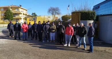 I lavoratori della Baioni in sciopero per rivendicare trasparenza e correttezza sulla cassa integrazione